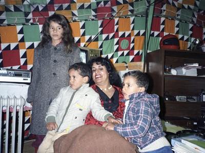 Сопругата на Гадафи, Сафија, со децата